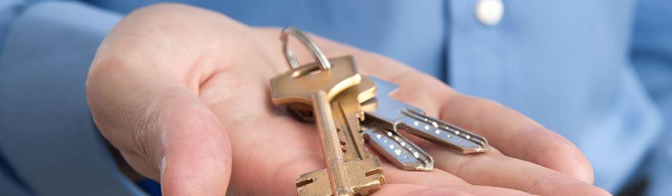 Hand met sleutels